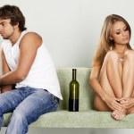 giovane coppia litigare a casa — Foto Stock