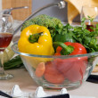 Bowl with fresh vegetables — Stockfoto