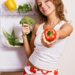 Cheerful young woman with fresh vegetables — Stock fotografie