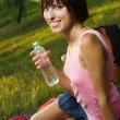 härlig flicka på picknick — Stockfoto