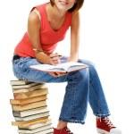 härlig student med en massa böcker — Stockfoto