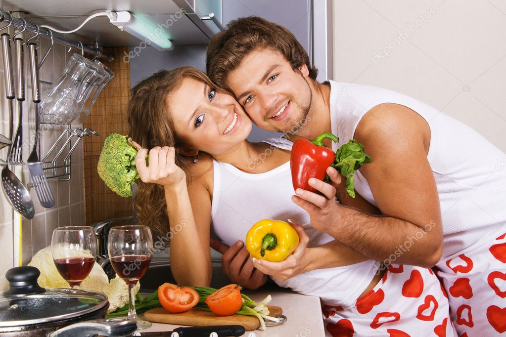 Young beautiful couple in their kitchen — Stock Photo #5758486