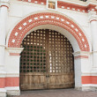 Old Russian gates in Kolomenskoye — Stock Photo