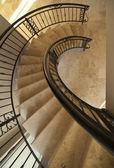 интерьер - винтовая лестница — Стоковое фото