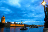 Houses of Parliament over Thames — 图库照片