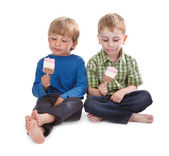 Two funny boys eating ice lolly — Stock Photo