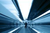 Eskalátor s cestujícím — Stock fotografie