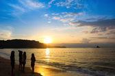 Salida del sol y playa dorada — Foto de Stock