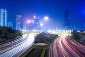 Visão noturna da cidade moderna — Foto Stock