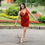 Girl walking outdoor in summer — Stock Photo #6059899
