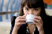 Businesswoman drinking tea in a cafe — Stok fotoğraf