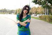 City girl walking outdoor — Stockfoto