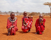 MASAI MARA, KENYA - JULY-2-2011: unidentified African women from — Stockfoto