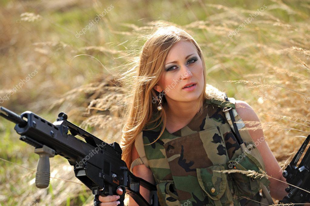 сексуальные девушки в военной форме скачать картинку