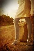 девушка на дороге — Стоковое фото
