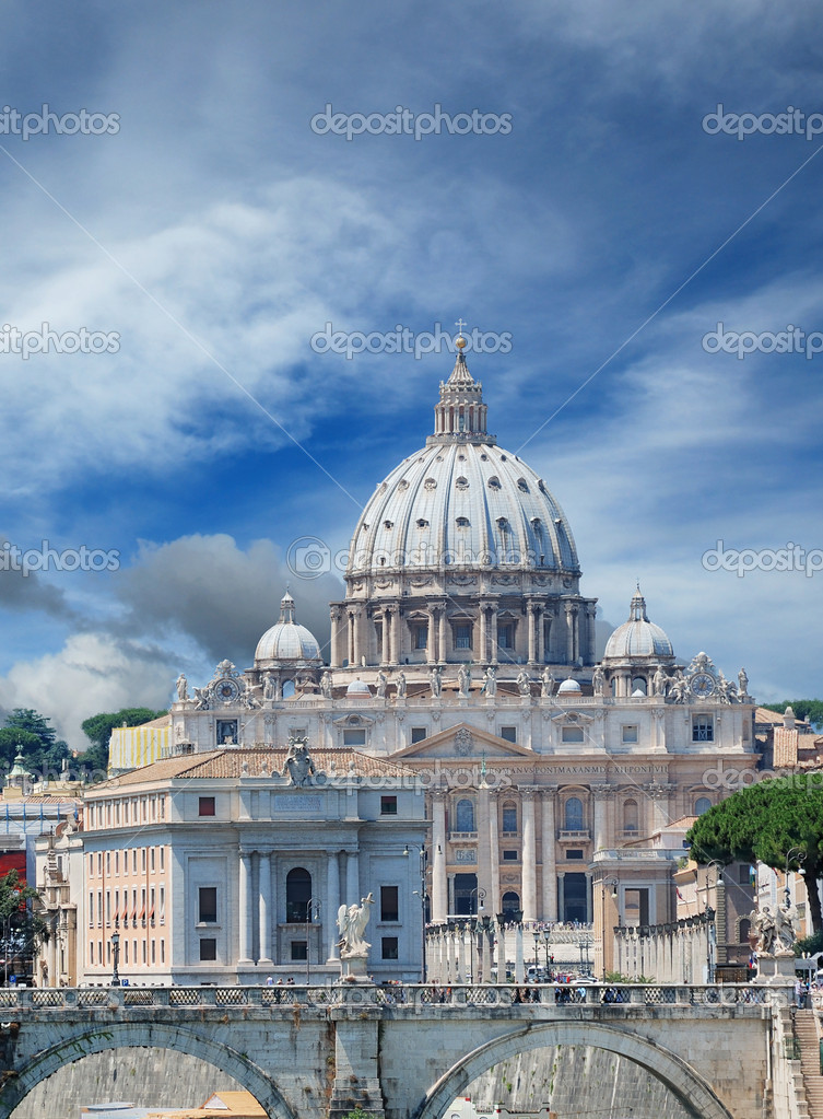 The Saint Peter's Basilica in Vatican, Italy. — Stock Photo #5410094