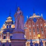 Roland statue and the Blackhead's house in Riga, Latvia. — Stock Photo #6223848