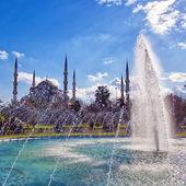 蓝色清真寺与喷泉 02 — 图库照片