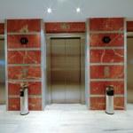 Elevator doors in modern hotel — Stock Photo