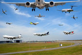 Air travel - Plane traffic in airport at rush hour — Stock Photo