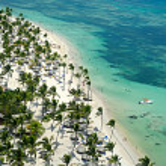 Flying over caribbean beach — Stock Photo