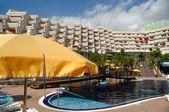 Hotel resort and pool — Stockfoto
