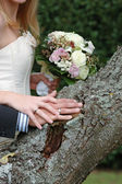 Hands, rings and bouquet — Stock Photo