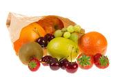 Papieren zak met diverse vrucht — Stockfoto