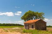 французский пейзаж с барн — Стоковое фото