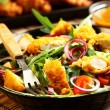 Gourmet salad with curry chicken stripes — 图库照片
