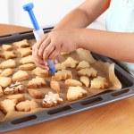 Decorating cookies — Stock Photo