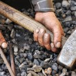 Detail of dirty hands holding hammer and rod - blacksmith — Foto de Stock