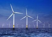 Turbinas eólicas en el mar — Foto de Stock