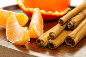 Orange with cinnamon sticks — Stok fotoğraf