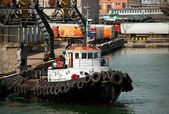 Tug boat in the port — Stock Photo