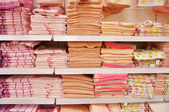 Bath towels on the shelves in the store — Stock Photo