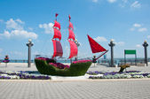 Ship with scarlet sails - vegetable sculpture — Stock Photo