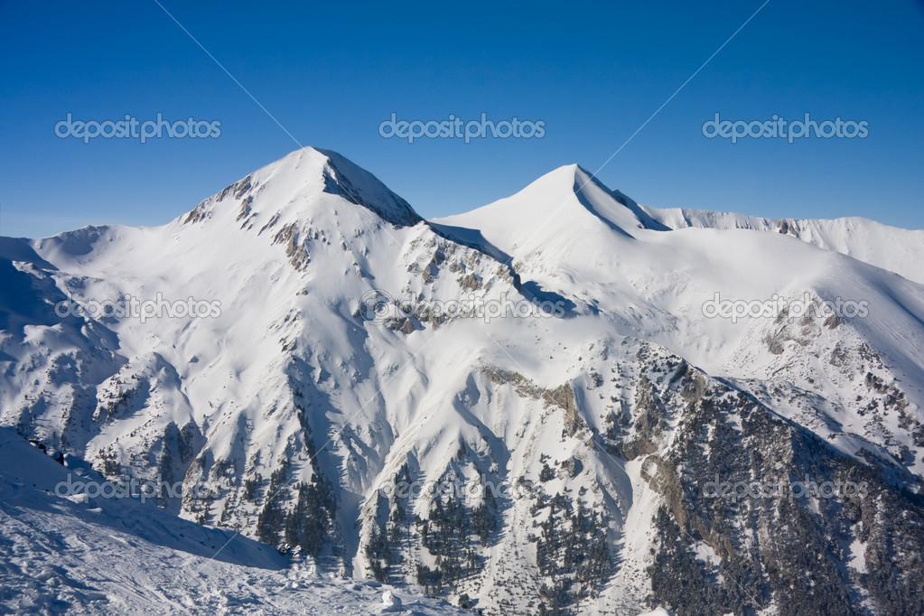 Alpine ski slope at winter resort Bansko, Bulgaria — Foto Stock #6687696