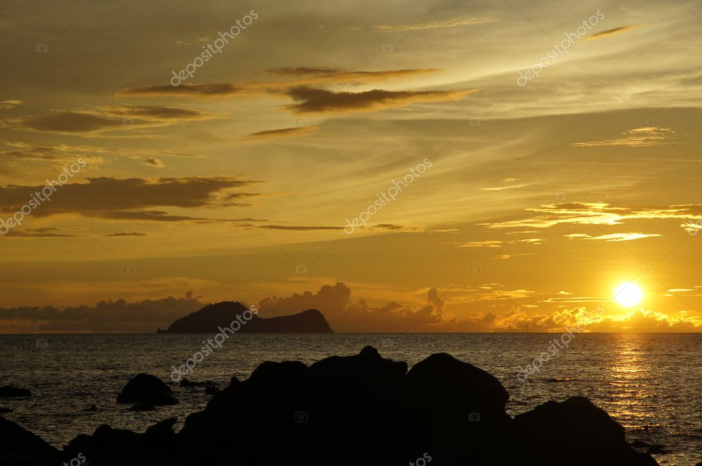 Sea sunset at seacoast of peninsula Santubong. Borneo. — Stock Photo #6112451