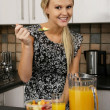Pretty Blond Eating Healthy Food — Stock Photo