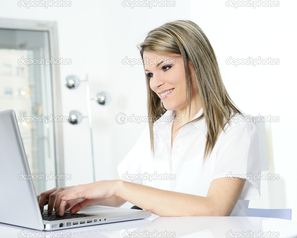 Closeup of businesswoman in the office — Stock Photo #5588336