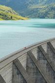 Lake and barrage — Stock Photo