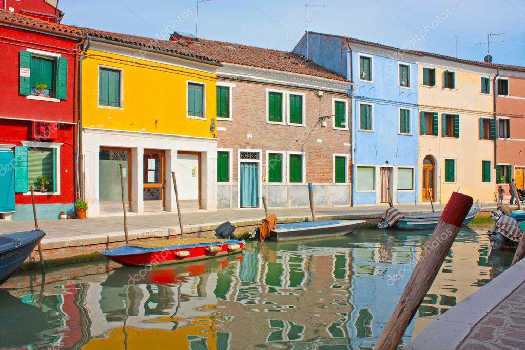 颜色房子在意大利威尼斯岛布拉诺