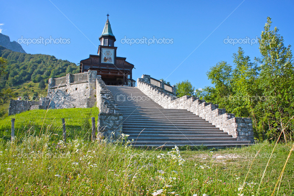 Small church in the Alps in Slovenia — Stock Photo #6514787
