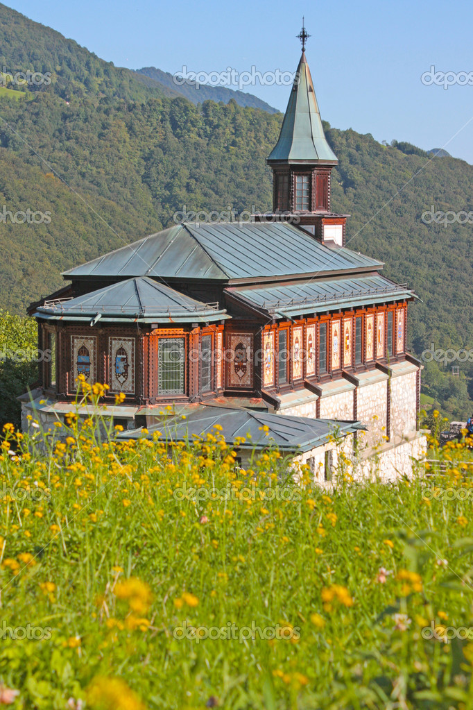 Small church in the Alps in Slovenia — Stock Photo #6514809