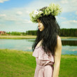 Beautiful girl wearing a wreath of wildflowers — Stock Photo #5812298