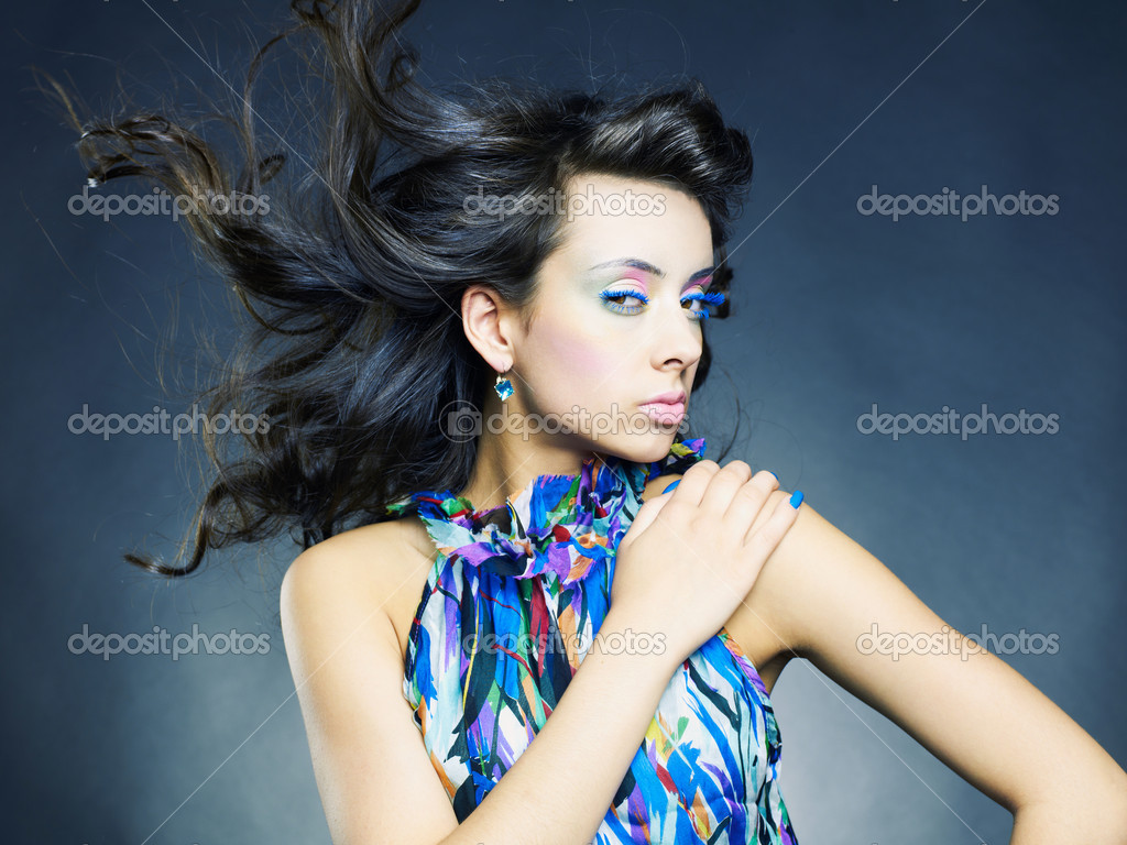 Photo of a young beautiful woman with bright makeup and manicure — Stock fotografie #5846585