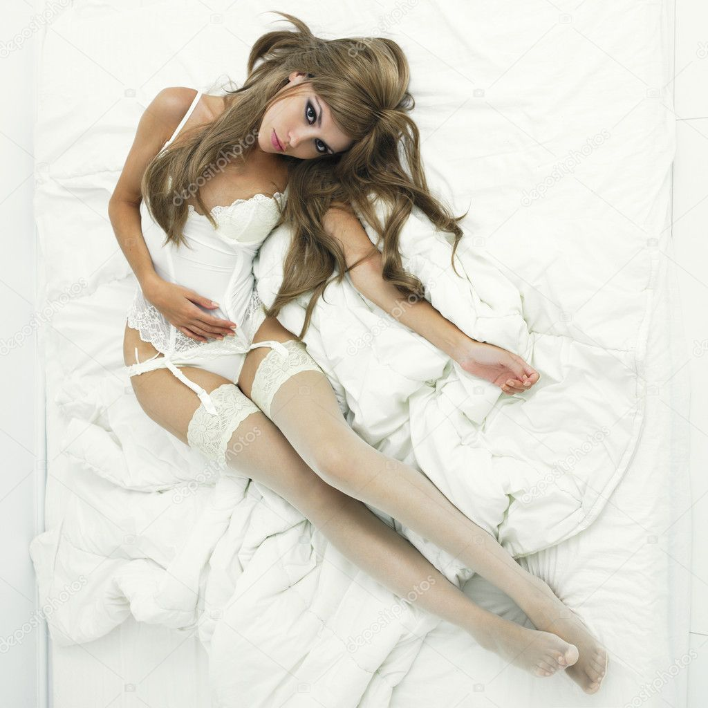 Portrait of sexual woman bent in bed — Stock Photo #5901083