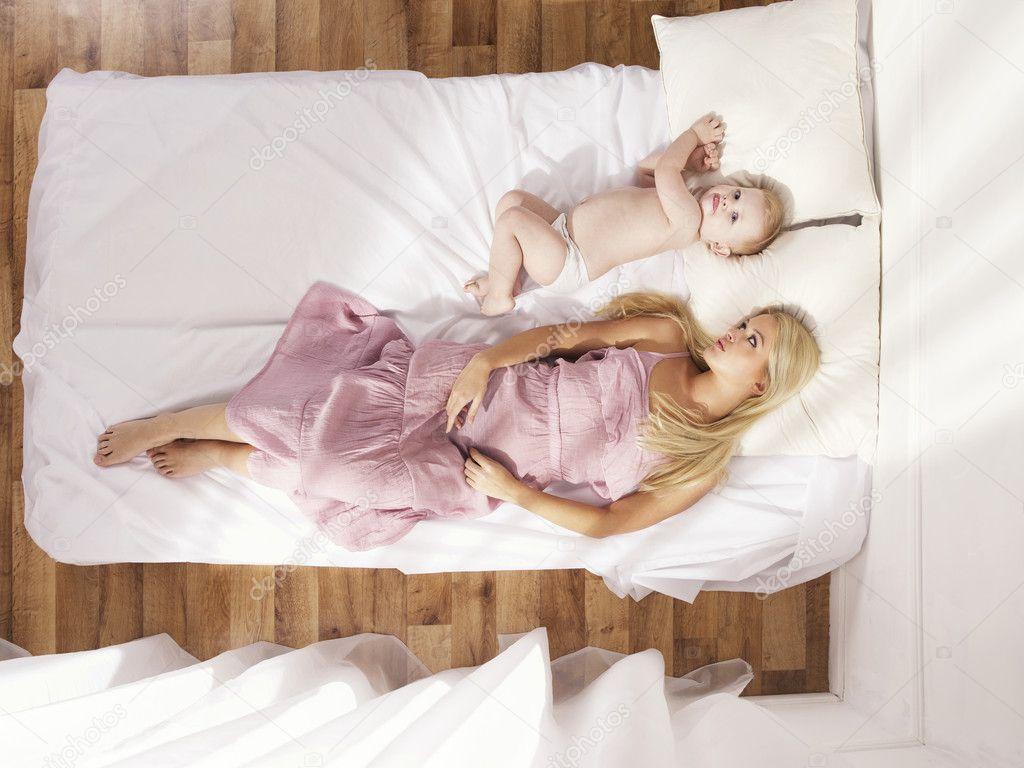 Сыновья в постели с матерью 20 фотография