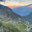 Old road with tight serpentines bends  of the St. Gotthard pass — Foto de Stock